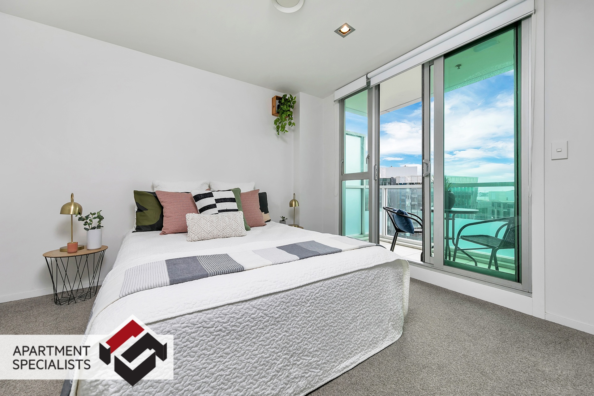9 | 85 Beach Road, City Centre | Apartment Specialists