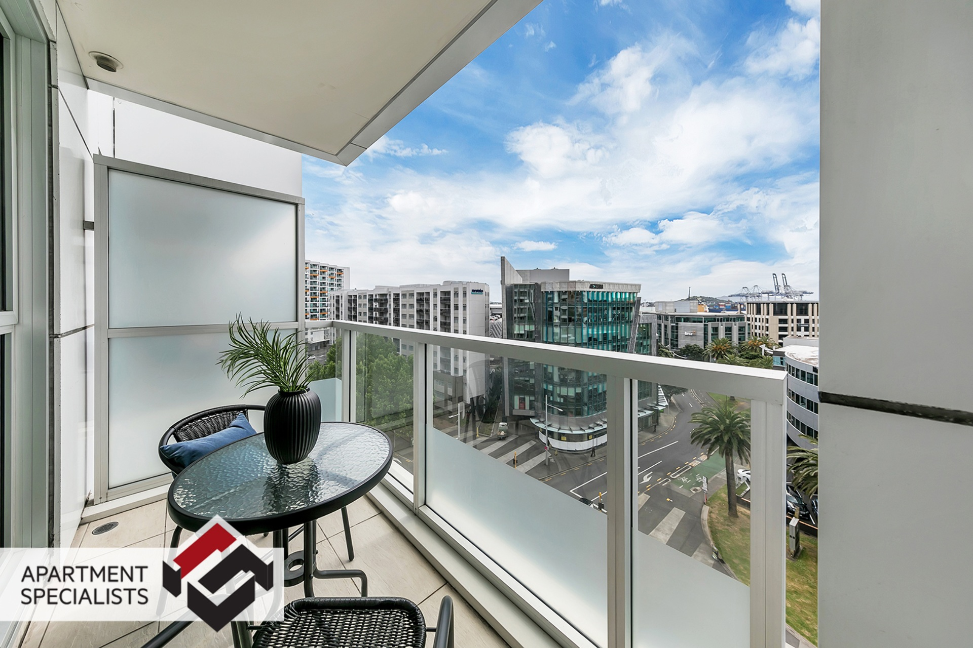 10 | 85 Beach Road, City Centre | Apartment Specialists